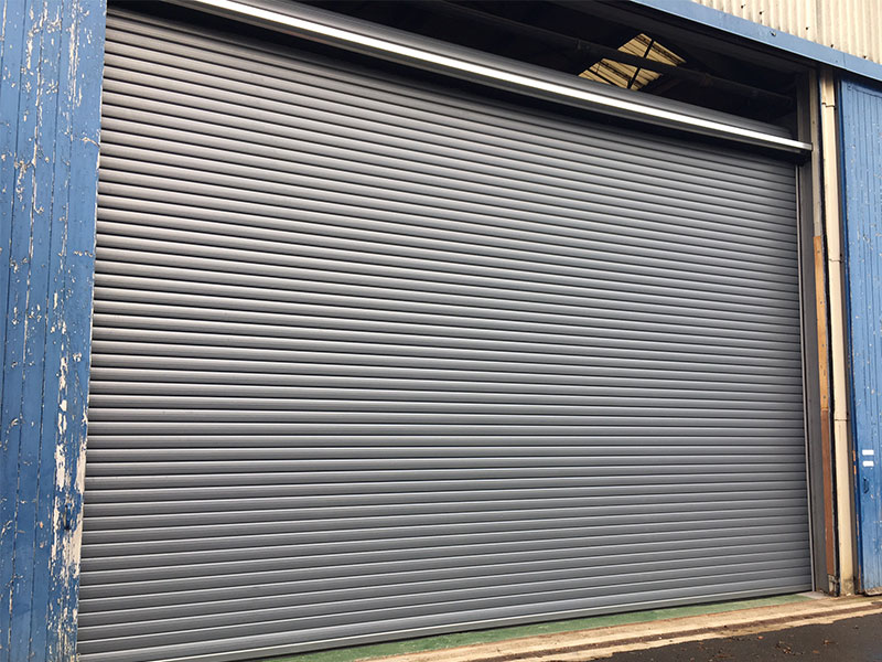 Tailor-made steel roller shutters