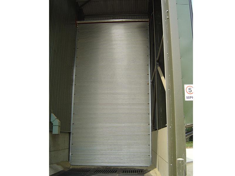 Roller shutter for agricultural use